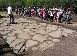 decouverte-du-dallage-gergovie-fouilles-2015-633