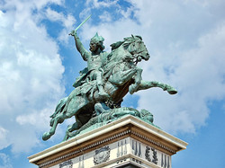 1280px-Statue-vercingetorix-jaude-clermont