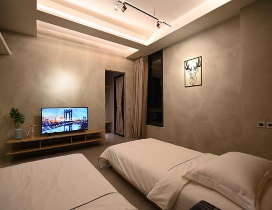 Tomoni Suite