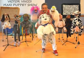 Le ventriloque Victor Vincci et ses poupées