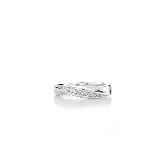 Love Moment Twisted Zirconia Silver Ring