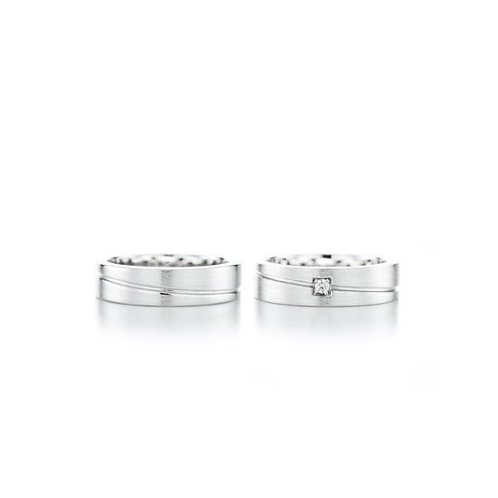 Love Moment Dented Line Zirconia Silver Ring Set