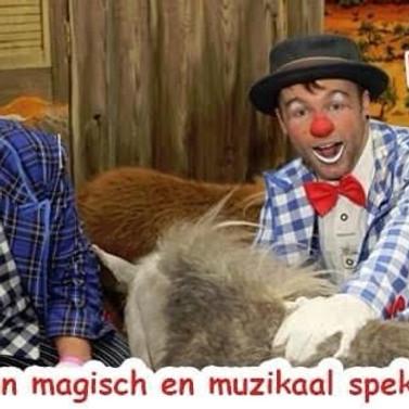 "Charlie's Summer Garden - Clown Jaspie en Tony Frats "" De kermistent"""
