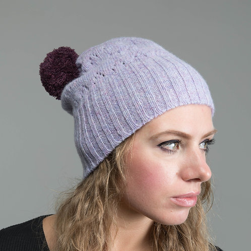 Lilic hat with lace pattern and violet pom pom