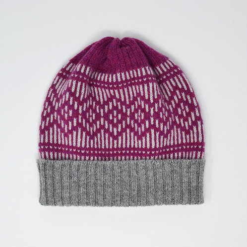 """""""Dundee Graphics"""" loganberry , grey hat"""