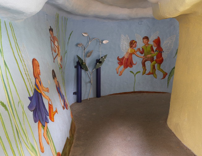 Tunnel interior with murals by Sremska and instruments by Schmidt