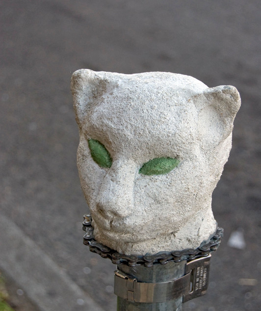 Concrete cat head