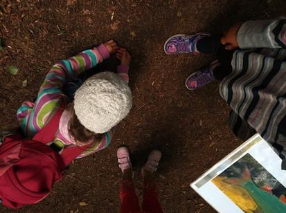 Kinder beim Entdecken