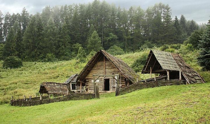 Bild 1: Nachbau einer keltischen Siedlung
