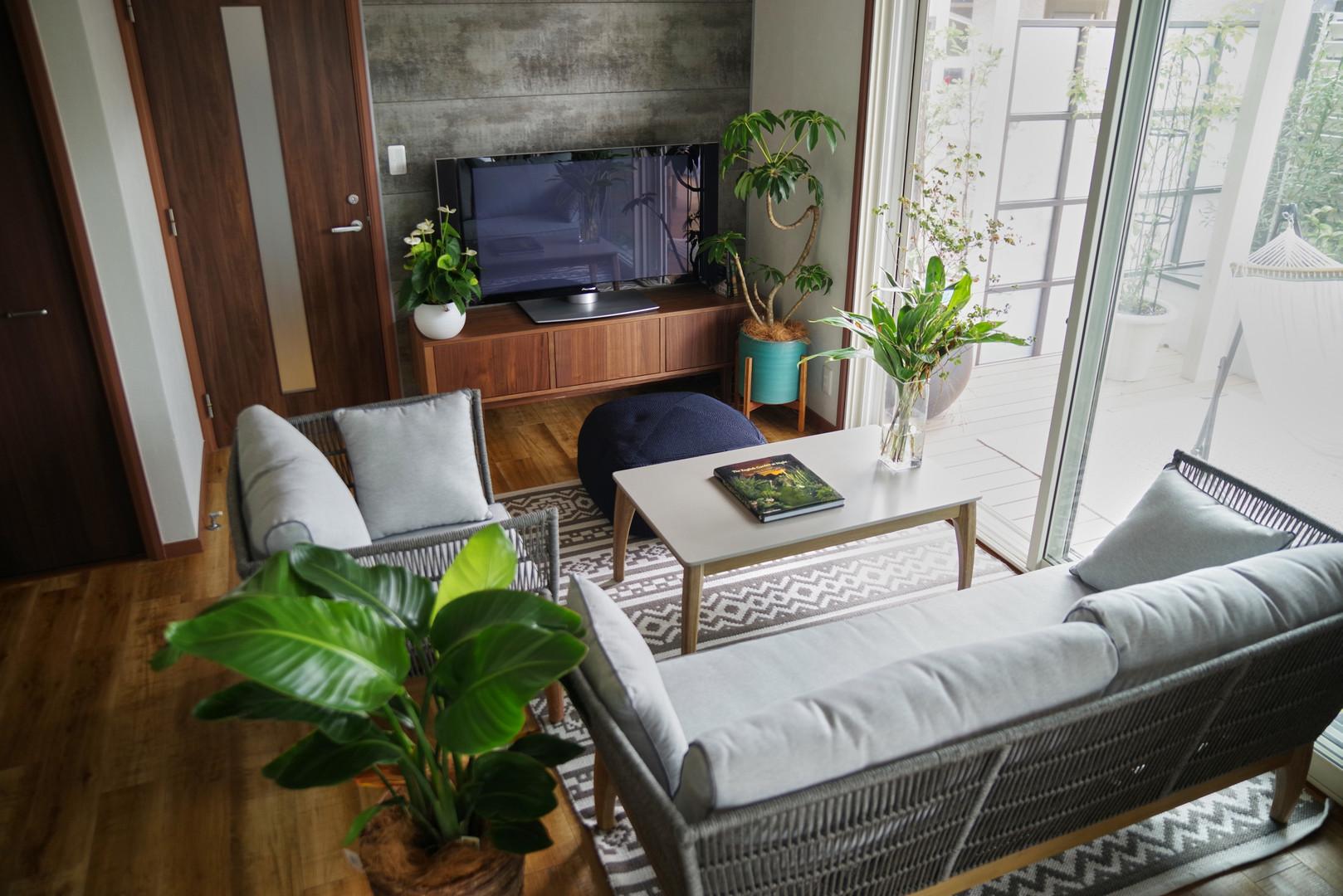 リビングの壁のリフォームと家具