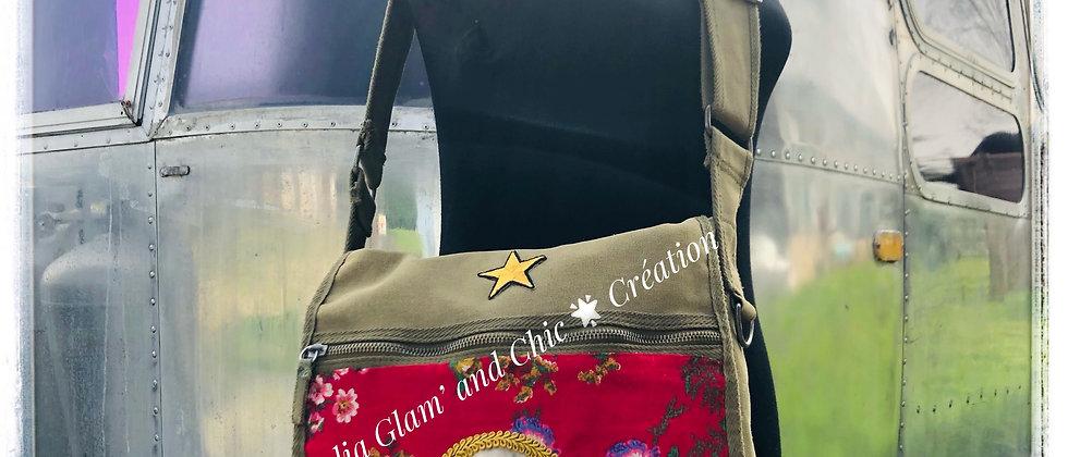 """Sac bandoulière  personnalisé  Army vintage  """"Girl Bomb"""""""
