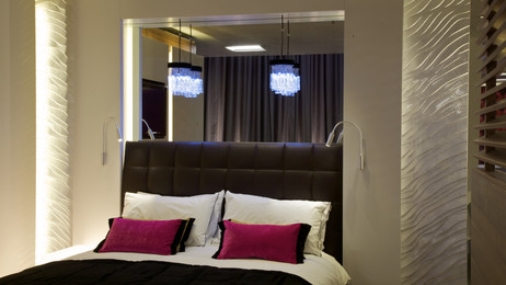 Sleep hotel room London 2011 (78).jpg