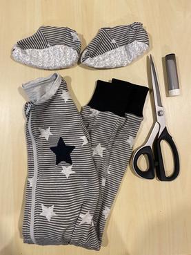 Comment remplacer les pieds d'un pyjama par des bandes d'ourlets.