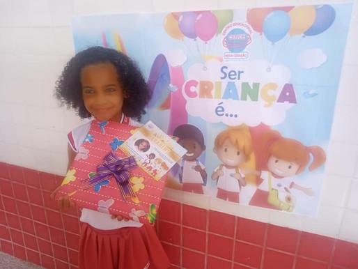 Entrega da premiação do concurso Ser criança é...