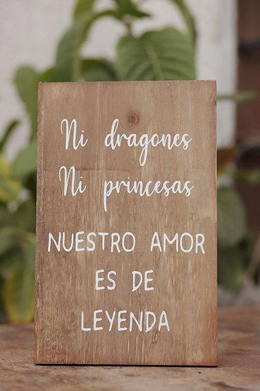 """Cartel madera """"Ni dragones ni princesas, nuestro amor es de leyenda"""""""