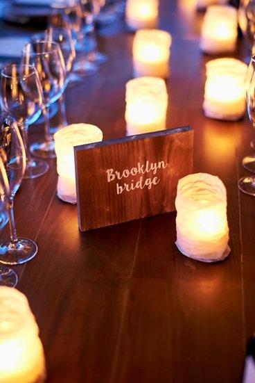 Nombres de mesa de madera personalizados