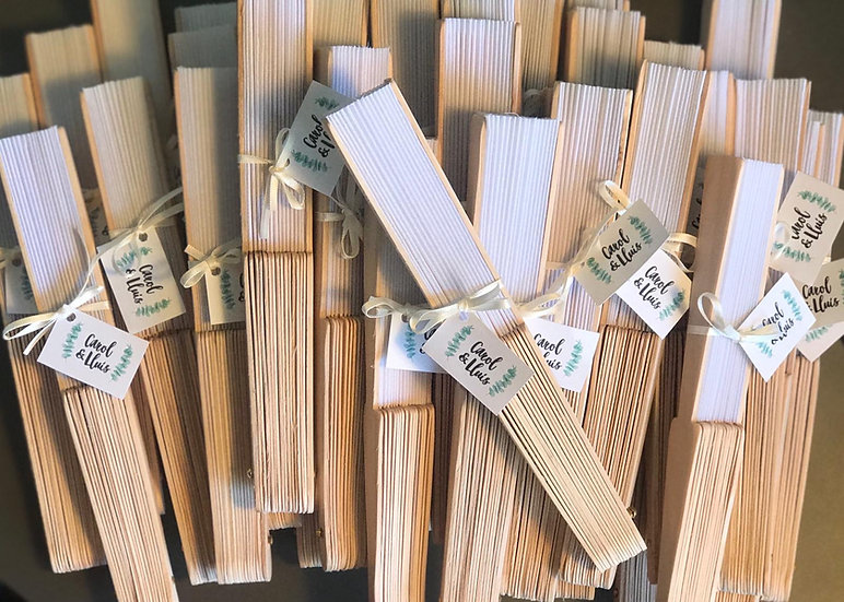 Abanico de madera personalizado con etiqueta