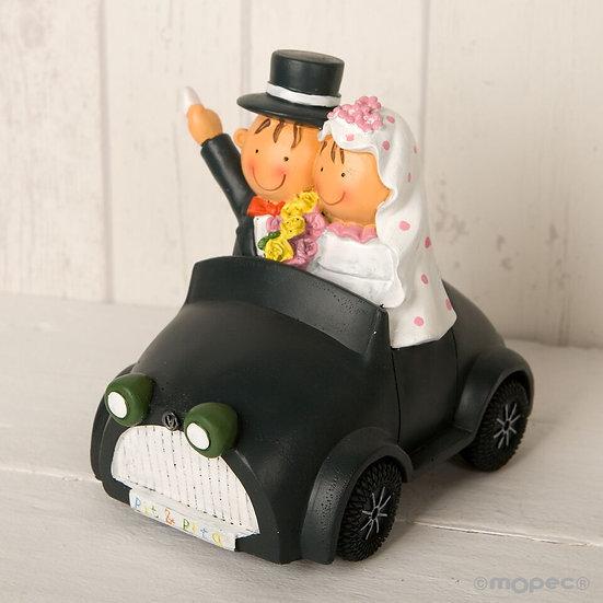 """Figura de pastel """"Novios en coche"""""""