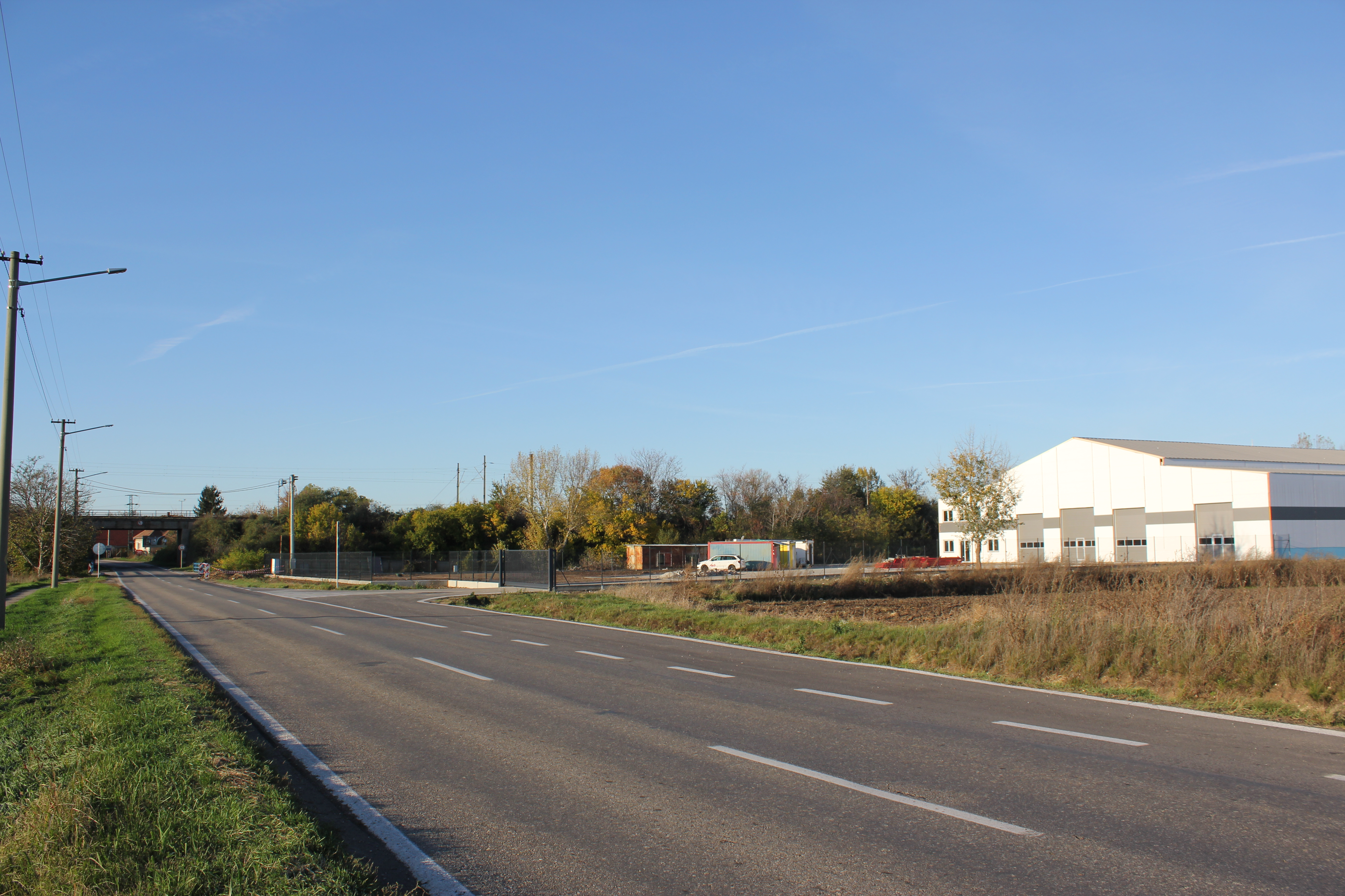 Príjazdová cesta k objektu-rozšírenie štátnej cesty
