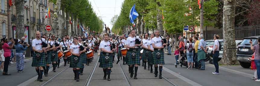 MacKenzie Caledonian Pipe Band - In Orléans, France