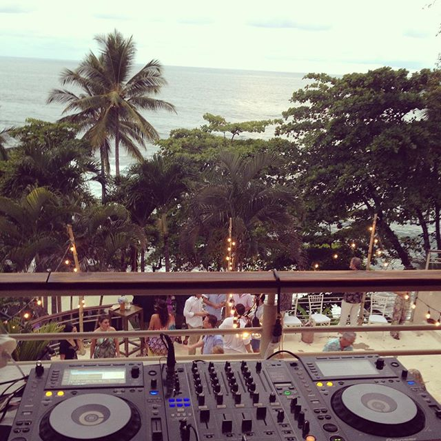 Today's dj booth.  Want to have this amazing set up at your #destinationwedding in #costarica_  Chec