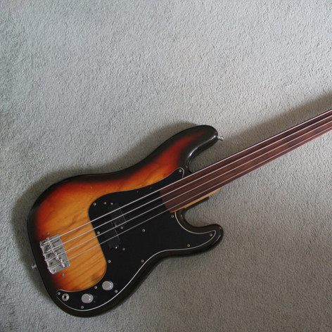 Fender Fretless Precision Bass with active EMG pickup
