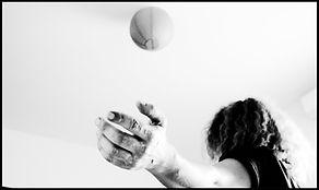 Photographie de Stéphanie en noir & blanc - Shanti Massage