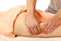 Masseur en action, massage de la cuisse - Shanti Massage