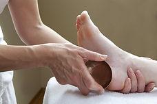 Massage du pied avec un bol - Shanti Massage