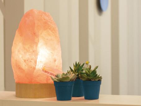 Aiutiamo il nostro benessere con la luce delle lampade di sale.