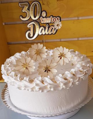 Topo de bolo em lamicote dourado