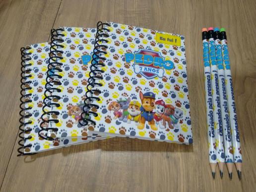 Cadernetas com lápis