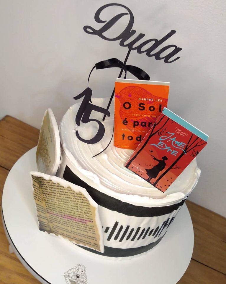 Topo de bolo livros