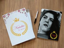 Revista de assinatura com caixa e caneta personalizada