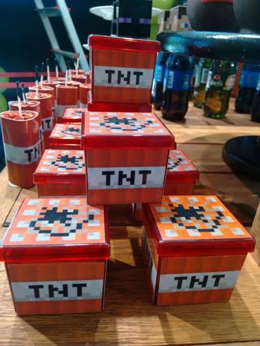 Caixa acrílica TNT para doces