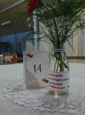 Números de mesa e rótulos para garrafas