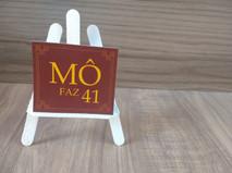 Mini cavalete com placa personalizada