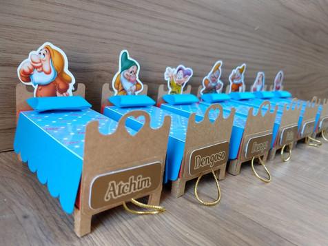 Caminhas para confetes de chocolate