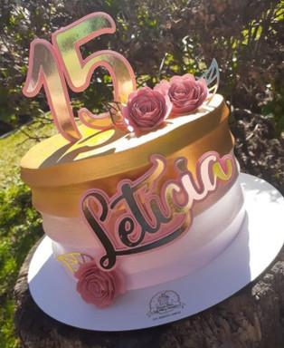 Topo de bolo com flores em espiral