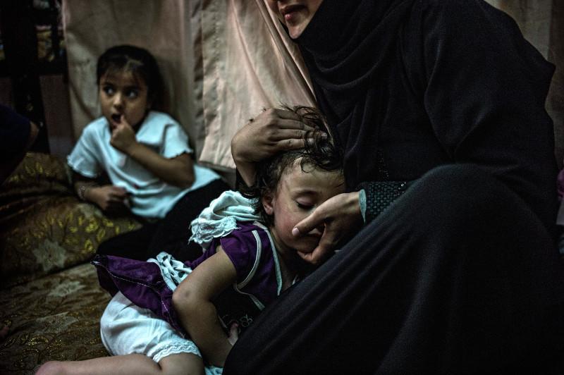 Refugee-with-child.jpg