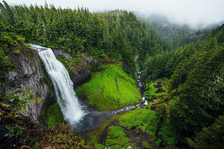 waterfall-1081997_1920.jpg