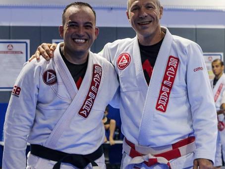 Professor Luiz Flores recebe grau na faixa preta