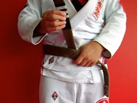 Como Amarrar a faixa no jiu-jitsu