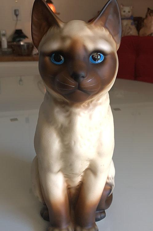 siamese sealpoint statue, mantel cat, gazing cat, blue eyes