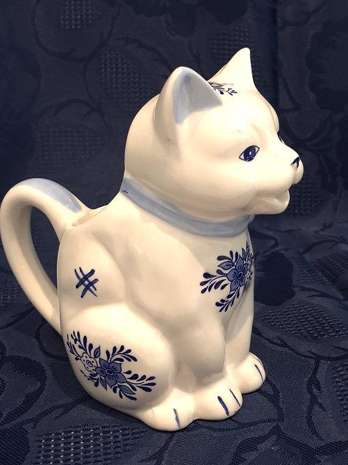 milk cat, tiny pitcher cat, not quite delft