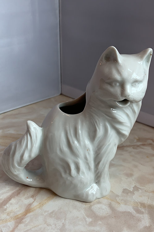 white cat creamer, white statuesque cat creamer