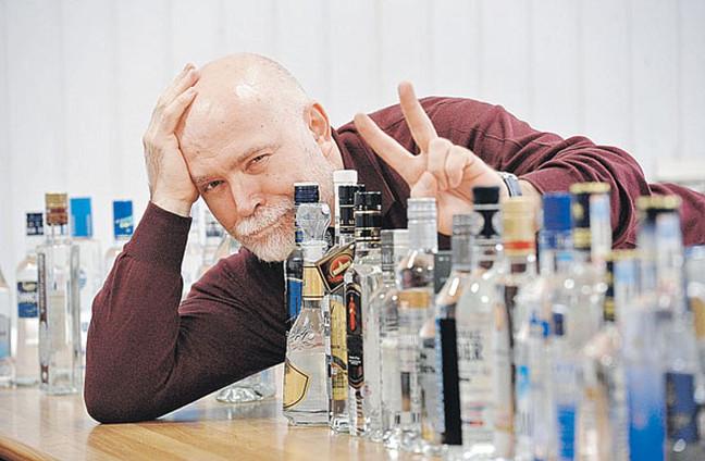 """На работе водку пил. Журналисты """"КП"""" побывали на дегустации водки"""