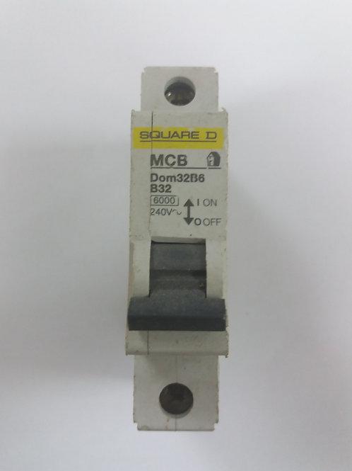 Square D Dom32B6