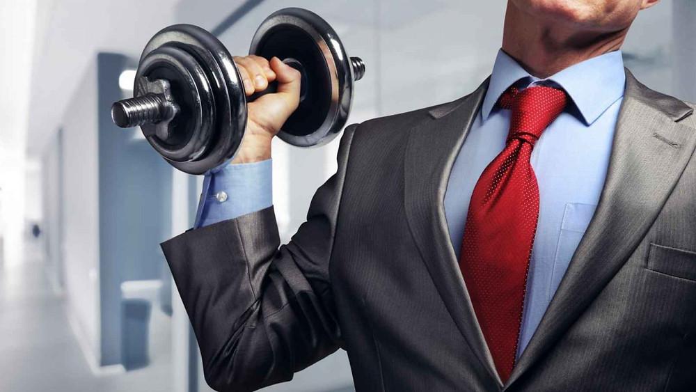 ممارسة التمارين بالمكتب