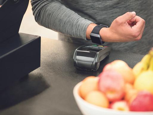 استمتعي بعمليات دفع أكثر سرعة وسهولة مع خدمة Fitbit Pay من الوطني